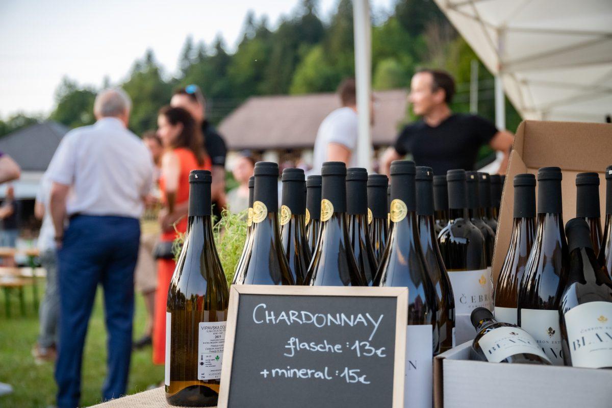 Čebron Chardonnay, Wein aus Slowenien auf dem Alpen-Adria-Markt in Keutschach © DerHandler